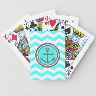 Den gulliga sparren ankrar leende spelkort