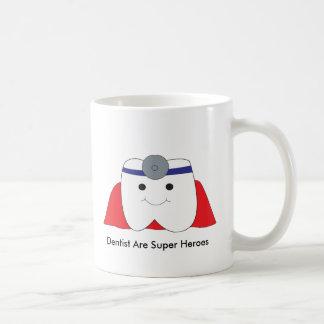 Den gulliga tandläkaren är den toppna kaffemugg