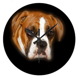 Den gulliga väggen för boxarehundporträtt tar tid  stor klocka