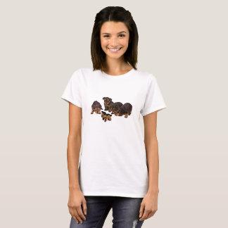 Den gulliga Yorkshire terrieren förföljer T-shirt
