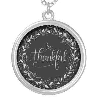 """Den Handlettered svart tavlan """"är det tacksamma"""" Silverpläterat Halsband"""