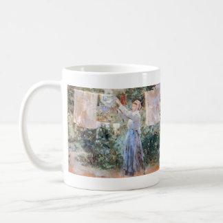 Den hängande tvätten för bonde av Berthe Morisot Kaffemugg