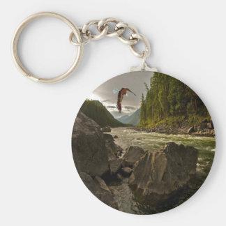 Den härliga floden landskap med örnflyg rund nyckelring