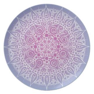 Den härliga orientaliska designen pläterar lilor/b tallrik