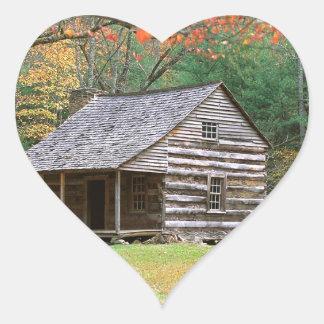 Den historiska platsen loggar kabinen i rökigt hjärtformat klistermärke