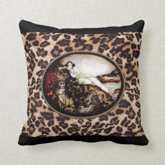 Den Icart Leoparddamen på Leopardtryck kudder Kudde