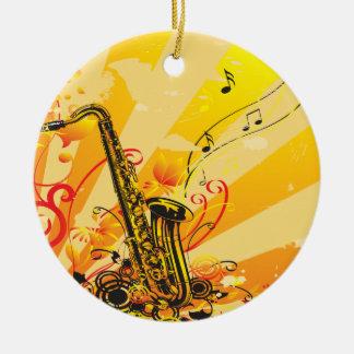 Den Jazzy saxofonen strålar av musik Rund Julgransprydnad I Keramik