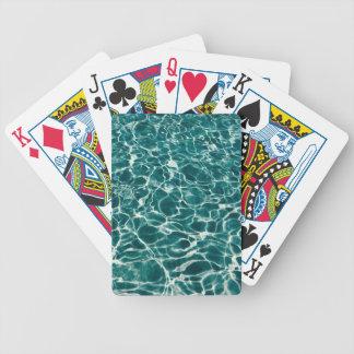 Den kalla bassängen vinkar spelkort