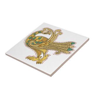 Den keramiska Celtic medeltida guld- påfågeln Kakelplatta