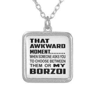 Den konstiga ögonblicksBorzoi. Halsband Med Fyrkantigt Hängsmycke