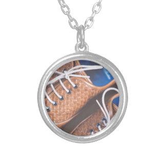 Den läderSnakeskin bruntet skor Silverpläterat Halsband