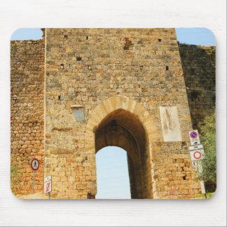 Den låga vinkeln beskådar av ett fort, Porta Franc Musmatta