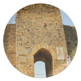Den låga vinkeln beskådar av ett fort, Porta Franc Tallrik