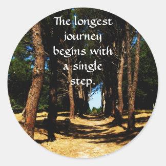 Den längsta resan börjar med en singel kliver runt klistermärke