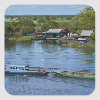 Den lantliga platsen, Tonle underminerar sjön, Fyrkantigt Klistermärke