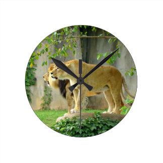Den lejona Lionessväggen tar tid på Rund Klocka