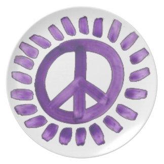 den lilor målade fredsteckenet pläterar tallrik