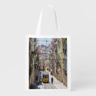 Den Lisbon gatan beskådar hänger lös Återvinningsbar Matkasse