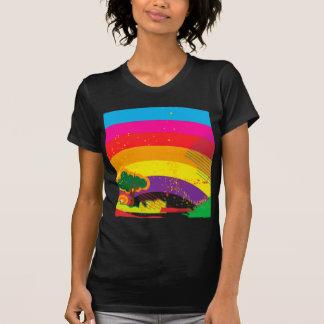 Den livliga färgglada regnbågen landskap t shirts