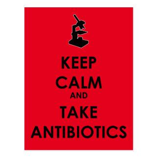 Den lugnaa behållan och tar antibiotikummar vykort
