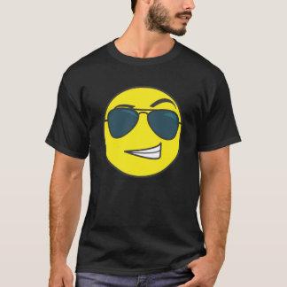 Den macho smileyemoticonen t-shirts