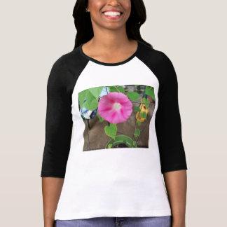Den magentafärgade morgonhärlighetskjortan t-shirts