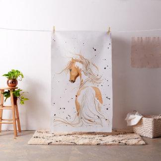 Den majestätiska palominoen målar vid Bihrle Tyg