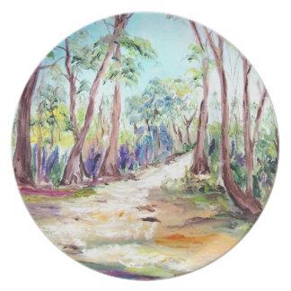 Den målade märkes- djupa skogen landskap tallrikar