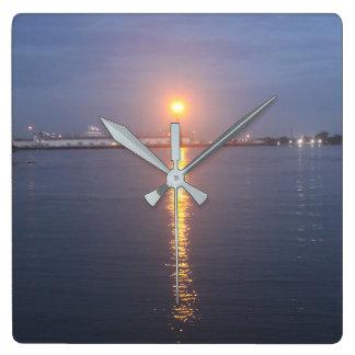 Den Mississippi River soluppgången tar tid på Fyrkantig Klocka