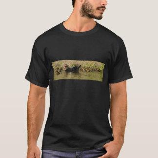 Den Momma babyen duckar den mörka T-tröja T-shirt