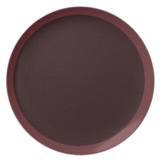 Den mörka cranberryen och Vin-Färgat pläterar Tallrik