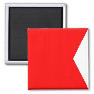 Den nautiska flagga signalerar brev B (bravoen)