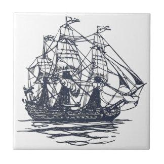 Den nautiska frakten belägger med tegel kakelplatta