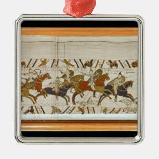Den normandiska kavallerit anfaller engelskaet silverfärgad fyrkantigt julgransprydnad