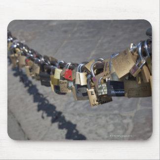 """den nya traditionen av """"låser av kärlek"""" som by musmatta"""