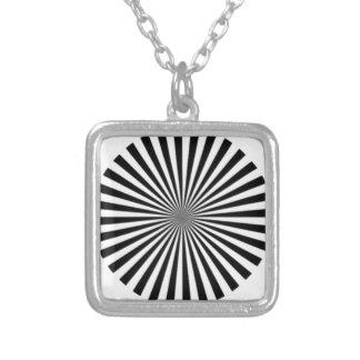 Den optiska illusionen låter en se snilleblixtar silverpläterat halsband