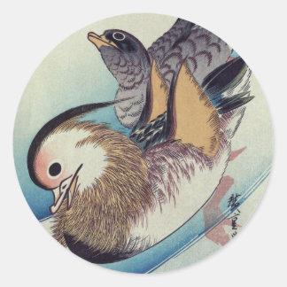 Den Oshidori mandarinen duckar vid Ando Hiroshige Runt Klistermärke