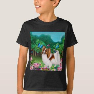 Den Papillon hunden lurar den mörka T-tröja Tshirts
