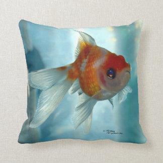 Den Pearlscale Oranda guldfisken kudder Prydnadskuddar