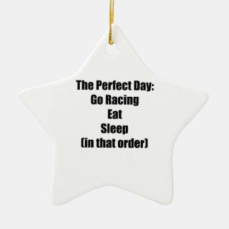 Den perfekta dagen går tävla äter sömn beställer julgransprydnad keramik