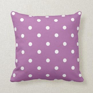 Den purpurfärgade polkaen pricker den hem- kudde