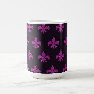 Den purpurfärgade polkaen pricker och formar kaffemugg