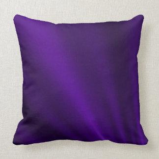 Den purpurfärgade silkelooken kudder kudde