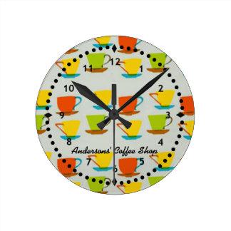 Den Retro kaffe kopparväggen tar tid på Rund Klocka