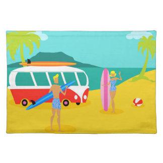 Den Retro surfaren kopplar ihop trasabordstablett Bordstablett