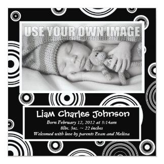 Den Retro svarten & vit cirklar babymeddelande Fyrkantigt 13,3 Cm Inbjudningskort