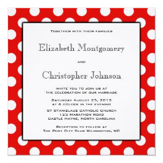 Den röd och vitpolkaen pricker bröllopinbjudan fyrkantigt 13,3 cm inbjudningskort