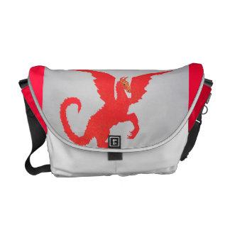Den röda draken hänger lös kurir väskor