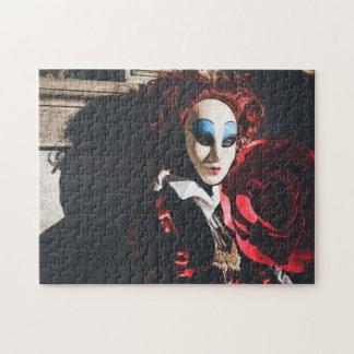 Den röda karnevalet maskerar i Venedig, italien Pussel