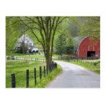 Den röda ladugården och lantgården inhyser nära vykort